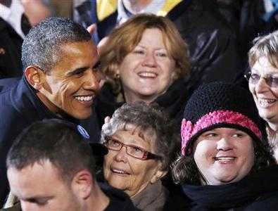 U.S. President Barack Obama greets supporters on his last night of campaigning in downtown Des Moines, Iowa, November 5, 2012. REUTERS-Larry Downing