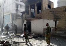 Forze lealiste al presidente siriano Bashar al-Assad nel distretto di Harsta, vicino Damasco, dopo combattimenti contro i ribelli del Libero esercito siriano. REUTERS/SANA