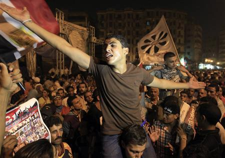 In Egypt streets, Islamists throw weight around