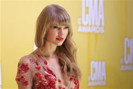 Singer Taylor Swift arrives at the 46th Country Music Association Awards in Nashville, Tennessee, November 1, 2012. REUTERS/Eric Henderson