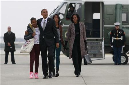 U.S. President Barack Obama(2nd L), first lady Michelle Obama (R) and their daughters Malia and Sasha (L) walk to Air Force One in Chicago, November 7, 2012 following the U.S. presidential election. REUTERS/Jason Reed