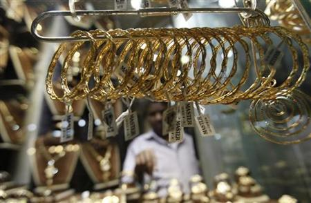 Gold flat as U.S. fiscal worries support dollar
