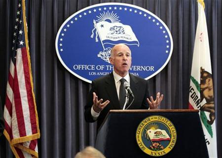 California Governor Jerry Brown speaks at a news conference to announce the Public Employee Pension Reform Act of 2012 at Ronald Reagan State Building in Los Angeles, California August 28, 2012. REUTERS/Mario Anzuoni
