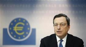 Il presidente della Bce, Mario Draghi, durante la conferenza stampa al termine del board della banca centrale. Francoforte, 8 novembre 2012. REUTERS/Lisi Niesner