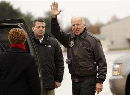 U.S. Vice President Joe Biden waves upon his arrival in Wilmington, Delaware November 7, 2012. Biden will spend the night at his home here before returning to Washington. REUTERS/Kevin Lamarque