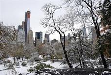Neve cobre nesta quinta-feira o Central Park, em Nova York, e grande parte do nordeste dos Estados Unidos que ainda sofre com o impacto da recente supertempestade Sandy. 08/11/2012 REUTERS/Chip East