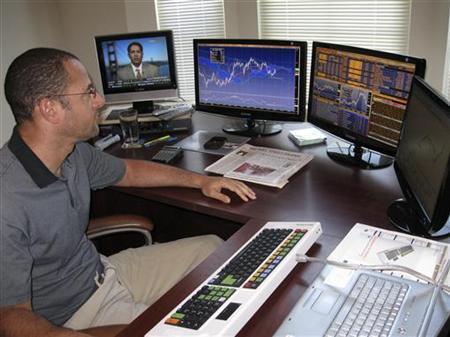 Social media shakes up solitary online FX trading