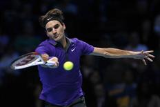 Switzerland's Roger Federer hits a return to Argentina's Juan Martin Del Potro during their men's singles tennis match at the ATP World Tour Finals at the O2 Arena in London November 10, 2012. REUTERS/Stefan Wermuth