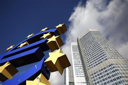 The Euro currency sign is seen next to the European Central Bank (ECB) headquarters in Frankfurt November 6, 2012. The European Central Bank is set to leave interest rates unchanged on Thursday, deferring a cut in borrowing costs that would risk undermining the impact of Mario Draghi's signature policy a year into his ECB presidency. A raft of weak economic data support the case for cutting rates but to do so could stir up debate in Germany about the ECB going soft under Draghi and blunt the impact of his new bond-purchase plan, dubbed Outright Monetary Transactions (OMT). REUTERS/Lisi Niesner (GERMANY - Tags: BUSINESS POLITICS)