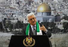 El presidente palestino, Mahmud Abas, dijo el domingo al presidente de EEUU, Barack Obama, que pretende seguir adelante con la petición de obtener el reconocimiento de Naciones Unidas para Palestina como estado no miembro, pese a las objeciones del líder estadounidense. En la imagen, el presidente palestino, Mahmud Abas, habla durante una ceremonia en el octavo aniversario de la muerte del líder palestino Yaser Arafat, en Ramala, Cisjordania, el 11 de noviembre de 2012. REUTERS/Mohamad Torokman