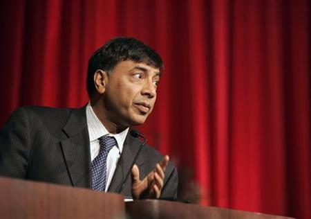 Lakshmi Mittal, Chairman and Chief Executive Officer of Mittal Steel, speaks at the Steel Success Strategies event in New York, June 20, 2006. REUTERS/Brendan McDermid/Files