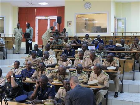 Military experts take part in a meeting to discuss the Mali crisis in Bamako October 30, 2012. A March military coup in Mali, which was followed by a revolt, has seen Tuareg rebels and Islamist militants, some linked to al Qaeda, seize control of the northern two-thirds of the country. REUTERS/Adama Diarra (MALI - Tags: CIVIL UNREST MILITARY POLITICS CONFLICT)