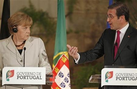 Germany's Chancellor Angela Merkel listens to Portugal's Prime Minister Pedro Passos Coelho during their joint press conference in Sao Juliao fortress, on the outskirts of Lisbon November 12, 2012. German Chancellor Angela Merkel praised on Monday the resolve of the Portuguese people to deal with the debt crisis that engulfed their country and forced it to seek an international bailout. REUTERS/Jose Manuel Ribeiro (PORTUGAL - Tags: POLITICS BUSINESS)