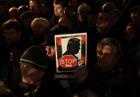 Ukraine opposition warns Yanukovich, vows to free...