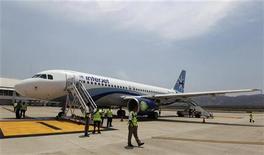 <p>La compagnie mexicaine Interjet a annoncé lundi une commande de 40 Airbus A320, afin d'augmenter sa flotte pour mieux rivaliser avec Aeromexico. /Photo d'archives/REUTERS/Henry Romero</p>