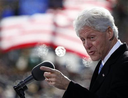 Former U.S. President Bill Clinton speaks to a crowd at a campaign event for U.S. President Barack Obama at State Capitol Square in Concord, New Hampshire, November 4, 2012. REUTERS/Larry Downing