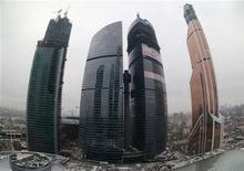 Международный деловой центр Москва-Сити, 1 ноября 2012 года. Минфин РФ ждет ускорения экономического роста в четвертом квартале, считая официальный прогноз увеличения ВВП в 2012 году на 3,5 процента вполне достижимым. REUTERS/Sergei Karpukhin