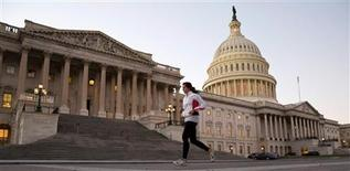 """Ambos bandos en el debate sobre el """"abismo fiscal"""" en Estados Unidos se aferraron a sus posturas el martes, al reunirse en Washington por primera vez desde las elecciones, sin poder resolver sus diferencias sobre impuestos para lograr un acuerdo amplio para reducir el déficit. En la imagen, el capitolio en Washington, el 13 de noviembre de 2012. REUTERS/Joshua Roberts"""