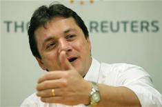Presidente-executivo da JBS, Wesley Batista, gesticula durante evento Reuters Latin American Investment Summit, em São Paulo, em março de 2011. O grupo JBS vai adicionar 2 milhões de cabeças de capacidade de abate em 2013 no Brasil, segundo Batista. 25/03/2011 REUTERS/Paulo Whitaker