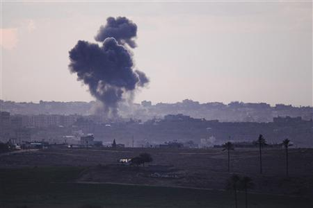 Smoke rises after an Israeli air strike in the northern Gaza Strip November 14, 2012. REUTERS/Amir Cohen