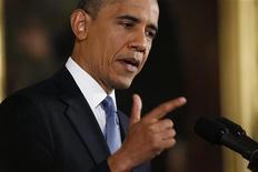 Presidente norte-americano, Barack Obama, gesticula durante coletiva de imprensa na Casa Branca, em Washington. Obama prometeu nesta quarta-feira trabalhar para uma solução diplomática para o impasse nuclear com o Irã, ao mesmo tempo em que reiterou sua posição de que a República Islâmica nunca terá permissão para adquirir uma bomba atômica. 14/11/2012 REUTERS/Kevin Lamarque