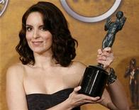 """Actress Tina Fey, winner of the Outstanding Performance by a Female Actor in a Comedy Series award for """"30 Rock"""", poses with her award at the 15th annual Screen Actors Guild Awards in Los Angeles January 25, 2009. REUTERS/Danny Moloshok"""