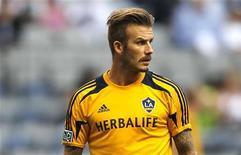 Los representantes de David Beckham han negado las declaraciones realizadas por la Federación de Fútbol de Australia (FFA) de que estaban negociando el fichaje del ex capitán de Inglaterra. En la imagen, Beckham antes de un partido de L.A. Galaxy ante Vancouver Whitecaps en Vancouver, Columbia Británica, el 18 de julio de 2012. REUTERS/Ben Nelms