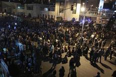 Демонстранты в Аммане, 15 ноября 2012 года. Около 2.000 человек собрались в центре столицы Иордании Аммана, требуя свержения действующего режима, в пятницу, третий день массовых выступлений, вызванных ростом цен на топливо. REUTERS/Muhammad Hamed