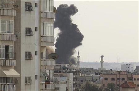 Smoke rises after Israeli air strikes in Gaza City November 16, 2012. REUTERS/Suhaib Salem (GAZA - Tags: CIVIL UNREST MILITARY POLITICS)