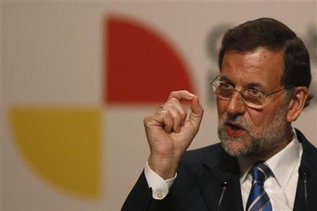 Spain's Prime Minister Mariano Rajoy gestures during a news conference at the Ibero-American Summit in Cadiz, southern Spain November 17, 2012. REUTERS/Jon Nazca