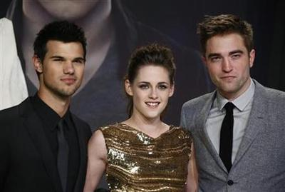 """Twilight"" sendoff starts with huge $341 million worldwide"