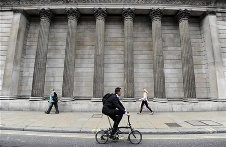 People walk and cycle past the Bank of England, in the City of London, June 15, 2012. REUTERS/Paul Hackett