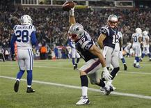 New England Patriots tight end Rob Gronkowski (C) celebrates his touchdown against the Indianapolis Colts as Colts safety Tom Zbikowski (L) walks away and Patriots teammate Julian Edelman (R) looks on during the second half of their NFL football game in Foxborough, Massachusetts November 18, 2012. REUTERS/Jessica Rinaldi