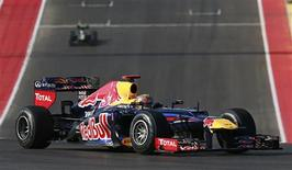 Red Bull Formula One driver Sebastian Vettel of Germany drives during the U.S. F1 Grand Prix at the Circuit of the Americas in Austin, Texas November 18, 2012. REUTERS/Adrees Latif