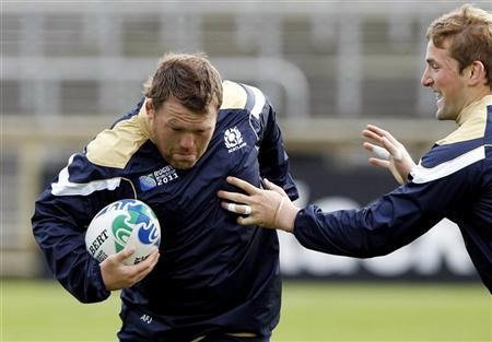 Scotland's Allan Jacobsen and John Barclay (R) take part in their Captain's run in Invercargill September 13, 2011. REUTERS/Brandon Malone