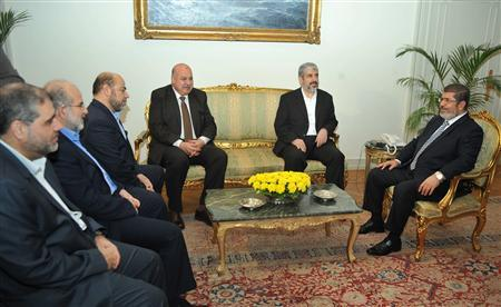 Egyptian President Mohamed Mursi (R) meets with Hamas' leader in exile, Khaled Meshaal (2nd R) and the Hamas delegation at the Presidential Palace in Cairo November 18, 2012. REUTERS/Egyptian Presidency/Handout
