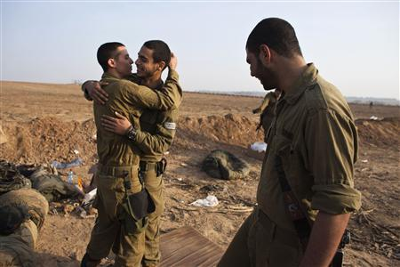 Israeli soldiers hug at a staging area near the border with the Gaza Strip November 19, 2012. REUTERS/Nir Elias
