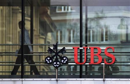 A man walks past a logo of Swiss bank UBS at a building in Zurich November 13, 2012. REUTERS/Michael Buholzer