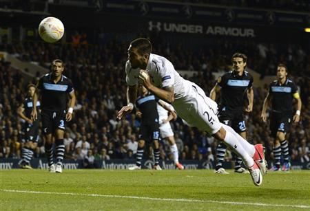 Tottenham Hotspur's Clint Dempsey heads the ball to score a disallowed goal against Lazio during their Europa League soccer match at White Hart Lane in London September 20, 2012. REUTERS/Dylan Martinez