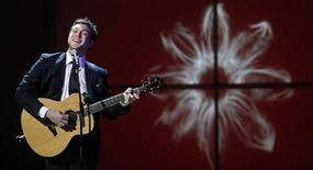 Singer Phillip Phillips performs during the Glamour Magazine Women of the Year Awards event in New York November 12, 2012. REUTERS/Carlo Allegri