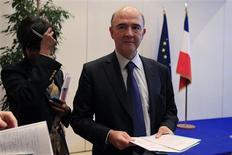 """<p>Conférence de presse mardi à Paris de Pierre Moscovici au lendemain de la dégradation par Moody's de la note souveraine de la France. Paris et Berlin se sont efforcés mardi de donner le change après cette dégradation, dans un contexte d'inquiétude sur les divergences de performance et de vision de l'UE. Le ministre français de l'Economie a estimé qu'il n'y aurait pas de """"perte de confiance entre la France et l'Allemagne"""" et son homologue allemand a abondé dans le même sens. /Photo prise le 20 novembre 2012/REUTERS/Gonzalo Fuentes</p>"""