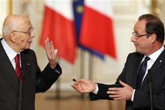 Il presidente della Repubblica Giorgio Napolitano assieme all'omologo francese Francois Hollande. REUTERS/Benoit Tessier