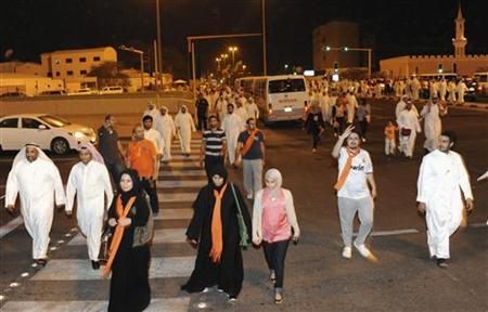 Kuwaitis walk towards their cars after taking part in a peaceful opposition-led rally against new voting rules, in Kuwait City November 11, 2012. REUTERS/Jassim Mohammed