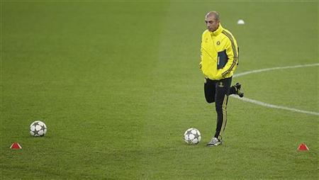 Chelsea's coach Roberto Di Matteo attends a training session at the Juventus stadium in Turin November 19, 2012. REUTERS/Tony Gentile