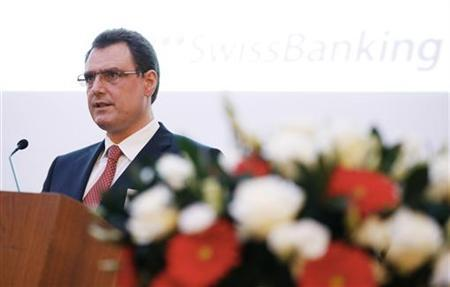 Swiss National Bank (SNB) Chairman Thomas Jordan delivers a speech during the Swiss Banking Global symposium in Zurich, November 16, 2012. REUTERS/Michael Buholzer