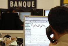 <p>L'organisation non gouvernementale Finance Watch prévient que la volonté affichée par Paris de légiférer sur la réforme bancaire très rapidement risque de préempter le débat ouvert à l'échelle européenne. /Photo d'archives/REUTERS/John Schults</p>