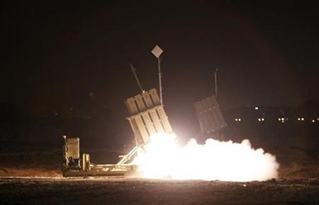 An Iron Dome launcher fires an interceptor rocket in the southern city of Ashdod, about an hour after a ceasefire between Israel and Hamas went into effect, November 21, 2012. REUTERS/Amir Cohen