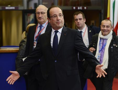 French President Francois Hollande gestures as he leaves the European Union leaders summit discussing the EU's long-term budget in Brussels November 23, 2012. Prospects of a deal on the European Union's long-term budget dimmed on Friday after a fresh compromise proposal offered concessions to France and Poland but ignored British and German demands for deeper overall spending cuts. REUTERS/Eric Vidal
