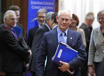 <p>Le président du Conseil européen Herman Van Rompuy a proposé aux dirigeants des Vingt-Sept réunis à Bruxelles des réductions budgétaires moins importantes pour la Politique agricole commune (PAC) et les politiques de cohésion, selon des responsables européens. /Photo prise le 22 novembre 2012/REUTERS/Yves Herman</p>
