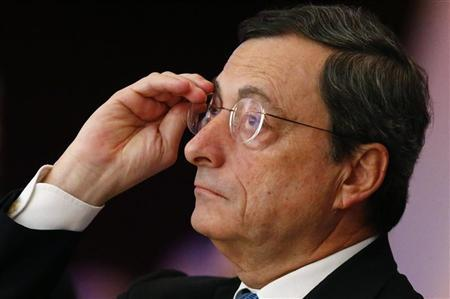 Mario Draghi, President of the European Central Bank (ECB) prepares for his speech at the European Banking Congress at the old opera house in Frankfurt, November 23, 2012. REUTERS/Kai Pfaffenbach